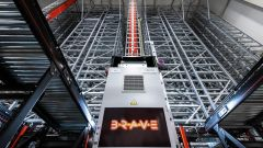 The robot BRAVE brings the goods fully automatically from the warehouse to the picking or directly to the packaging area.